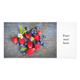 素朴な木製の背景の果実 カード