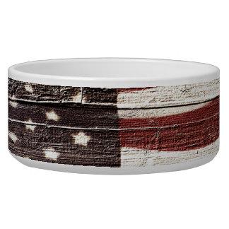 素朴な木製の質の色彩の鮮やかな米国旗
