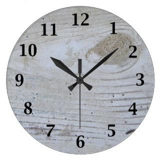 素朴な水漆喰を塗られた板 ラージ壁時計