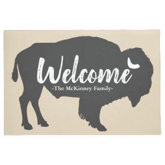 素朴な灰色のバッファローのバイソン及び姓の歓迎 ドアマット