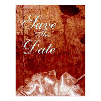 素朴な燃やされた木製の結婚式の発表 ポストカード