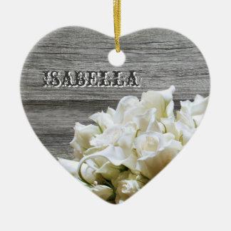 素朴な白い花の名前入りなハートのオーナメント セラミックオーナメント