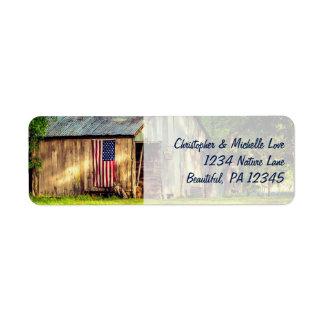 素朴な納屋の愛国心が強い米国旗の住所 ラベル