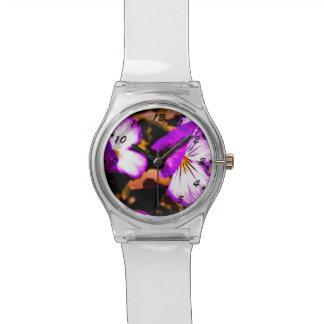 素朴な紫色および白いパンジー 腕時計