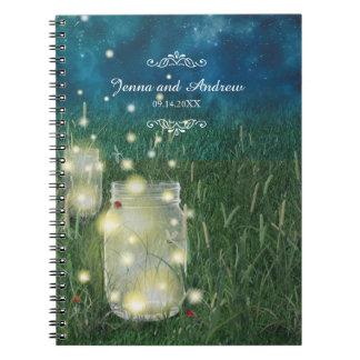 素朴な草原の夏の夜のメーソンジャーおよびホタル ノートブック