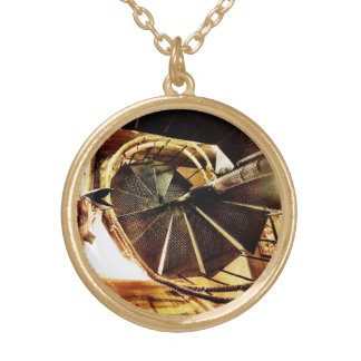 素朴な螺旋階段のネックレス ゴールドプレートネックレス