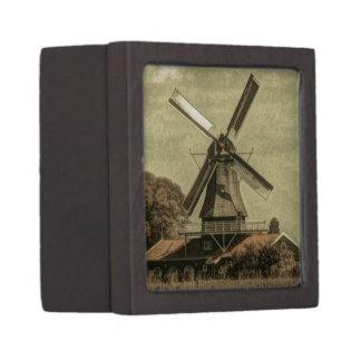 素朴な西欧諸国の農家のアンティークの風車 ギフトボックス