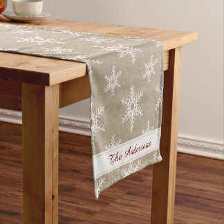 素朴な赤と白の模造のなバーラップの雪片パターン ショートテーブルランナー