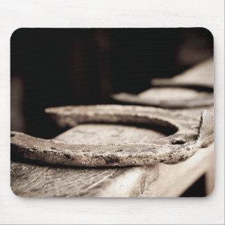 素朴な蹄鉄 マウスパッド