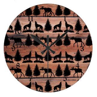 素朴な野生のアメリカヘラジカのオオカミの荒野山の小屋 ラージ壁時計