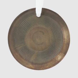 素朴な金属Cのモノグラムの円形のオーナメント オーナメント