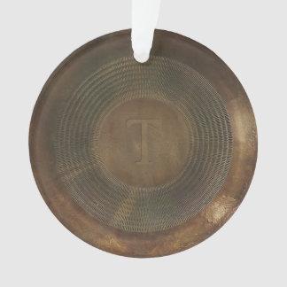 素朴な金属Tのモノグラムの円形のオーナメント オーナメント