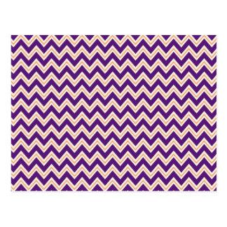 紫色およびオレンジシェブロンのストライプのジッパーのジグザグパターン ポストカード