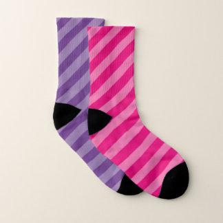紫色およびピンクのストライプの陰 ソックス