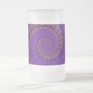 紫色およびピンクの孔雀の羽のフラクタル フロストグラスビールジョッキ