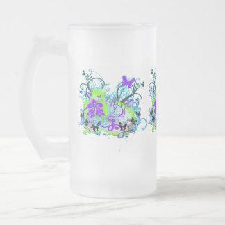 紫色およびライムグリーンの蝶霜の降りたなマグ フロストグラスビールジョッキ