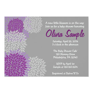 紫色および灰色のダリアのベビーシャワーの招待状 カード