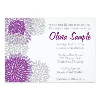 紫色および灰色のダリアのベビーシャワーの招待状 12.7 X 17.8 インビテーションカード