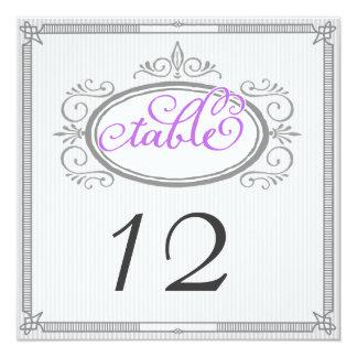 紫色および灰色の細い縦縞のレトロのテーブル数 13.3 スクエアインビテーションカード