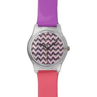 紫色および珊瑚の花のシェブロンパターン腕時計 腕時計