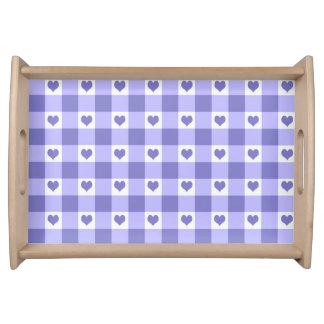 紫色および白いギンガムの点検のハートパターン トレー
