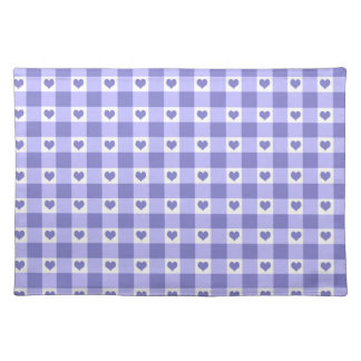紫色および白いギンガムの点検のハートパターン ランチョンマット