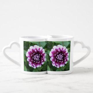 紫色および白いダリア ペアカップ