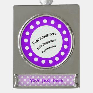 紫色および白い水玉模様 シルバープレートバナーオーナメント