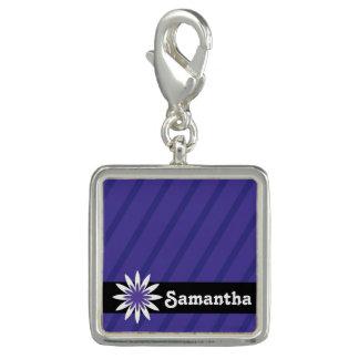 紫色および白い花のモノグラムの魅力 チャーム
