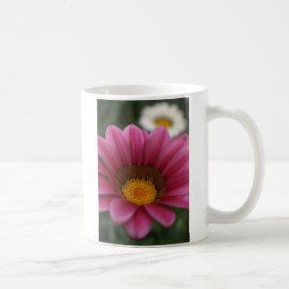 紫色および白い花のcoffeecupのギフト コーヒーマグカップ