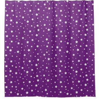 紫色および白天の空を主演します シャワーカーテン