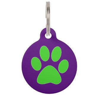 [紫色および緑の]足のプリント ペット ネームタグ
