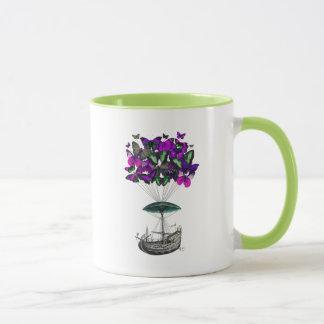 紫色および緑蝶飛行船2 マグカップ