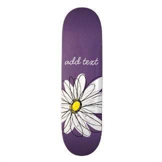 紫色および黄色のお洒落なデイジーのカスタムの文字 スケートボード