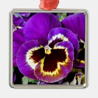 紫色および黄色のパンジーの花 メタルオーナメント