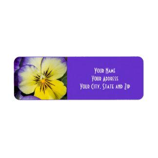 紫色および黄色のパンジー ラベル
