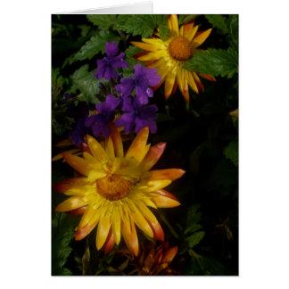 紫色および黄色の花 の郵便料金 グリーティングカード