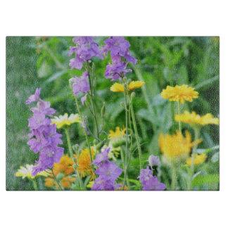 紫色および黄色の野生の花 カッティングボード
