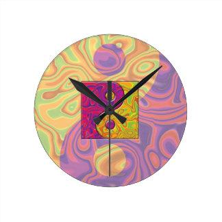 紫色および黄色の陰陽の記号 ラウンド壁時計