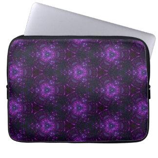 紫色および黒い三角形パターン ラップトップスリーブ