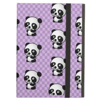 紫色によって点検される背景の愛らしいパンダ
