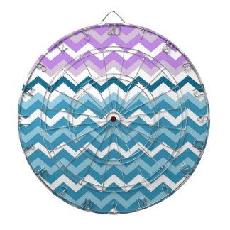 紫色によって縁どられるシェブロンの青および白いジグザグ形 ダーツボード