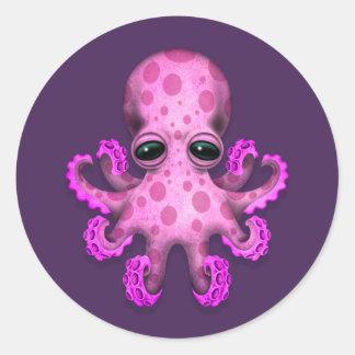 紫色のかわいいピンクのベビーのタコ 丸形シールステッカー