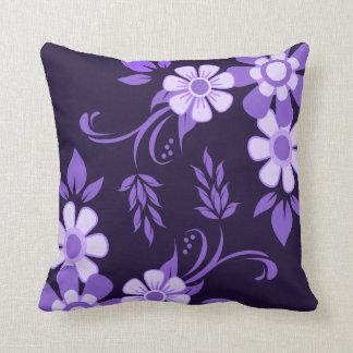 紫色のすみれ色の花柄 クッション