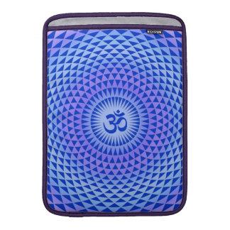 紫色のはすの花の黙想の車輪OM MacBook スリーブ