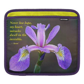 紫色のアイリスおよびRumi iPadスリーブ
