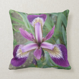 紫色のアイリス枕 クッション
