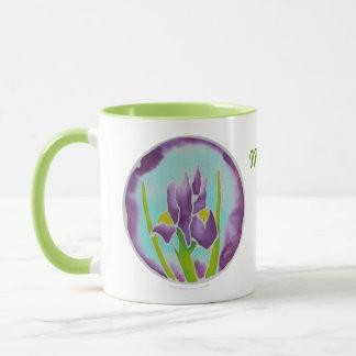 紫色のアイリス花のろうけつ染めの名前入りな一流のマグ マグカップ