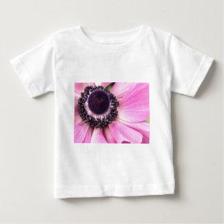 紫色のアネモネ ベビーTシャツ