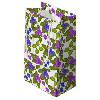 紫色のアフリカバイオレットによってはギフトバッグが開花します スモールペーパーバッグ